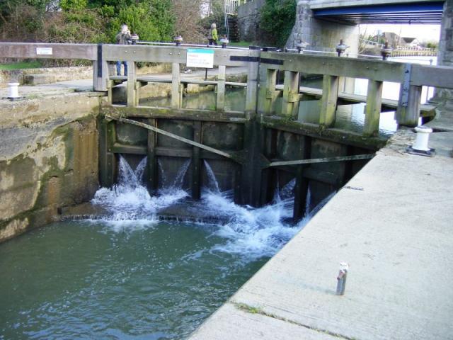Marina lock, Yalding