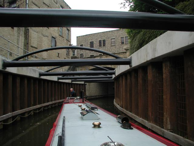 Huddersfield Narrow Canal, Queen's Street Bridge & cutting