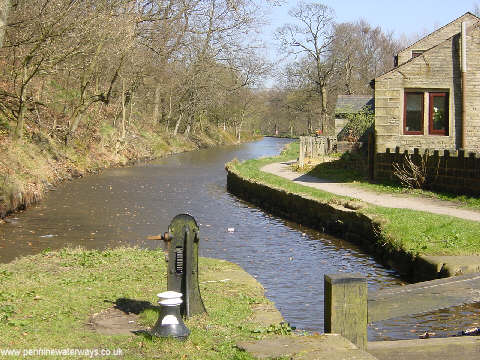 Lock 20 on the Huddersfield Canal, near Greenfield