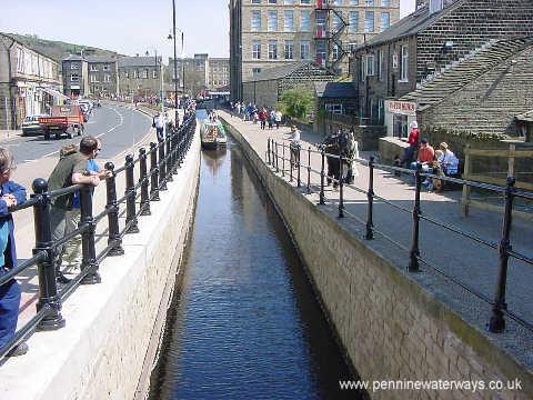 Huddersfield Narrow Canal in Slaithwaite