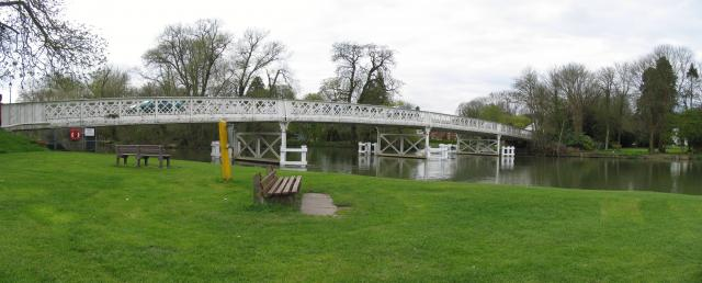 Whitchurch-on-Thames: Toll Bridge