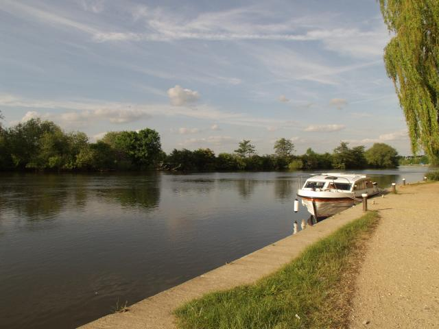 Towpath towards Sonning