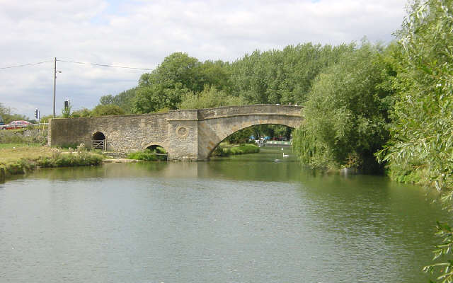 Ha'penny Bridge, Lechlade