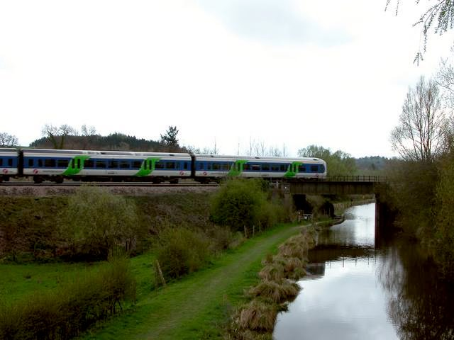 Train crossing the Kennet and Avon canal