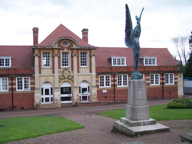 Malvern War Memorial and Library