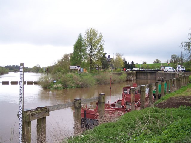 Upper Lode Lock and Weir on the  Severn, Tewkesbury