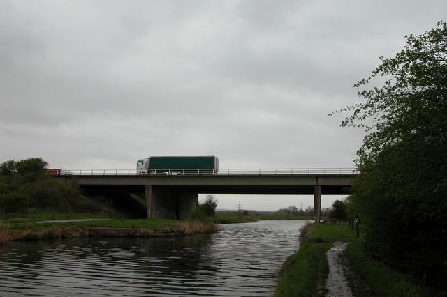 M62 crossing the Aire and Calder Navigation