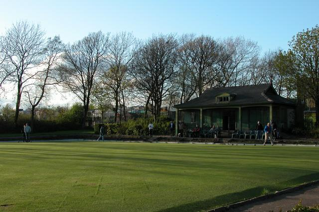 An evening game of bowls in Newland Park.