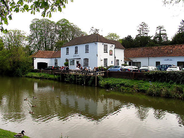 Kennet and Avon Canal at the Dundas Arms: Kintbury