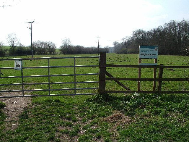 Entrance to Greywell Moors from the north
