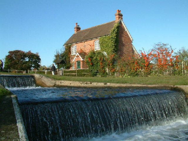 Weir at Papercourt Lock
