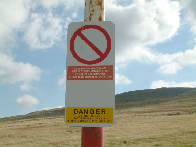 Warning sign on Yes Tor