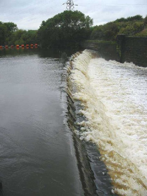 Weir at Leeds Lock
