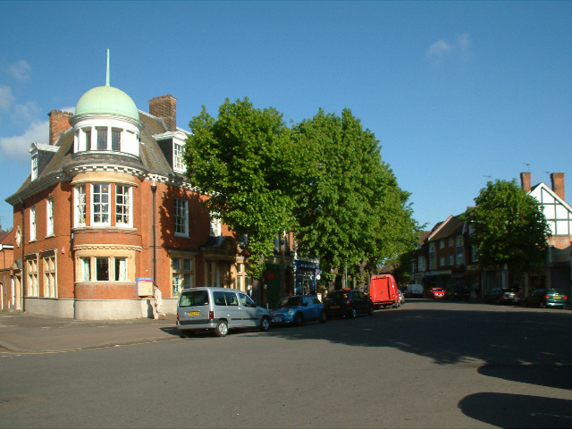 Queen Anne's Parade, Bush Hill Park