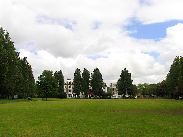 Small Park in Stamford Brook Road