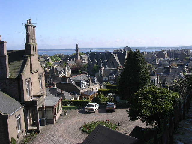 Overlooking central Broughty Ferry