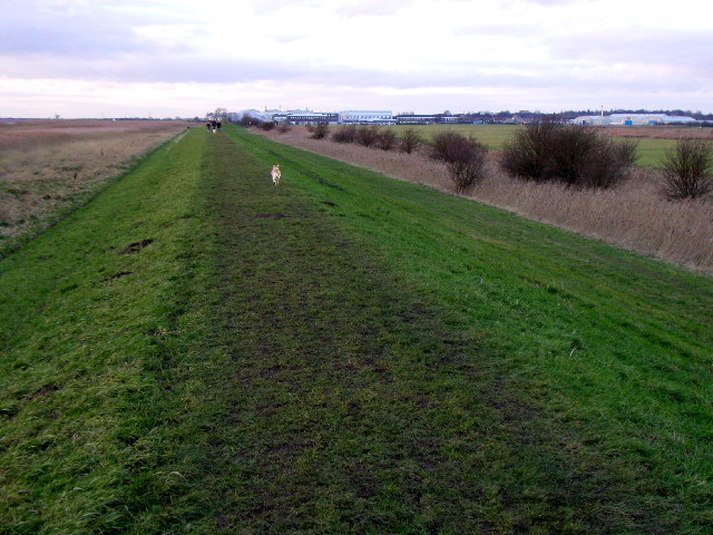 The riverside footpath next to Brough Airfield