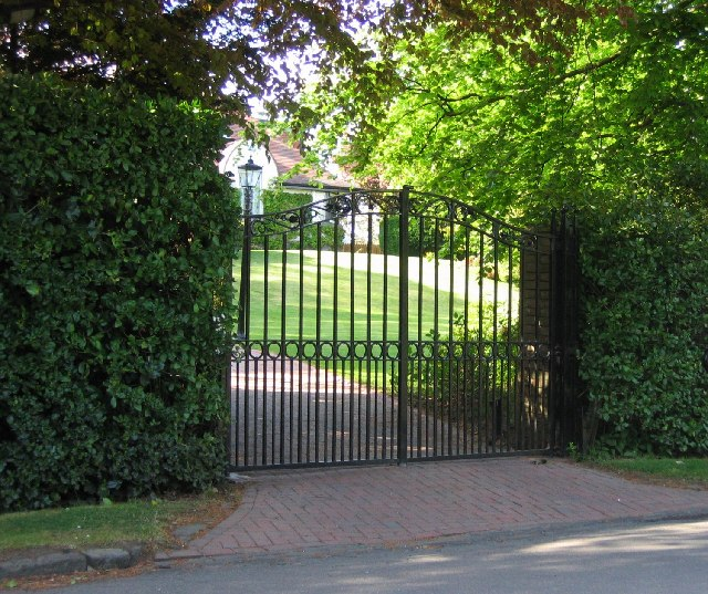 Electric gate country, Barnton