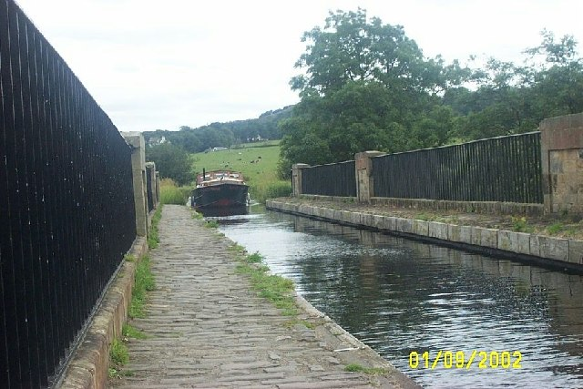 Barge crossing Avon Aqueduct near Linlithgow