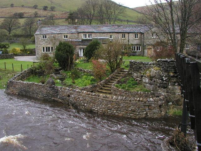 Riverside cottages at Litton