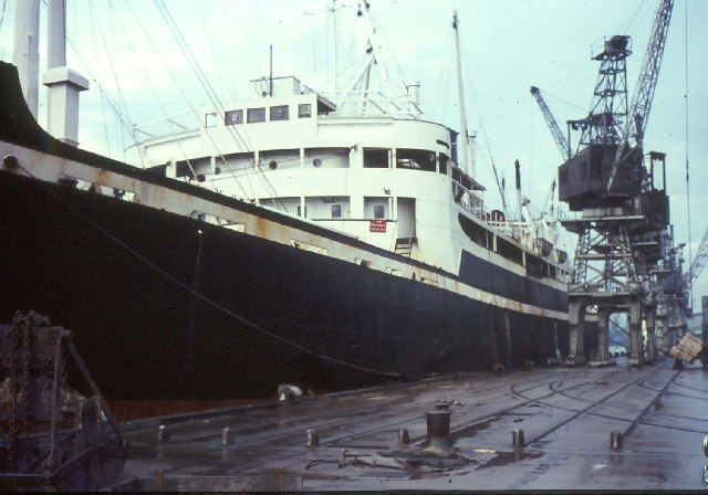 Unloading jute at Dundee in the 1960s