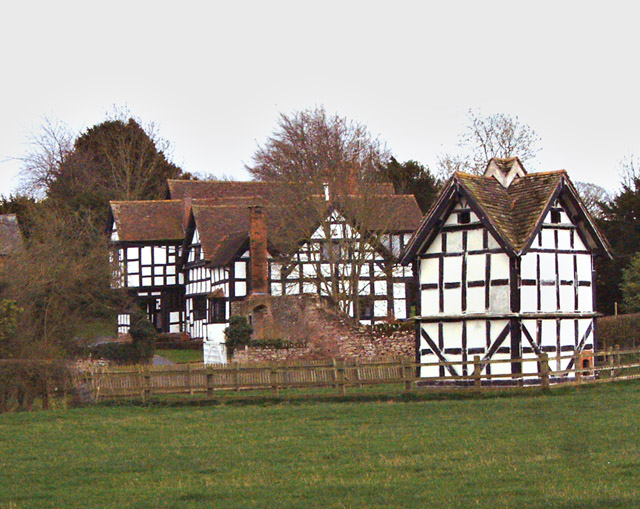 Luntley Manor and Dovecote