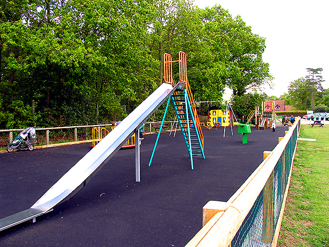 Cold Ash Village Green: Playground