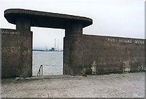 O2252 : Bull Wall Bathing Shelter by Rudi Wilderjans
