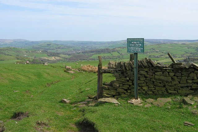 Footpath sign on Sponds Hill