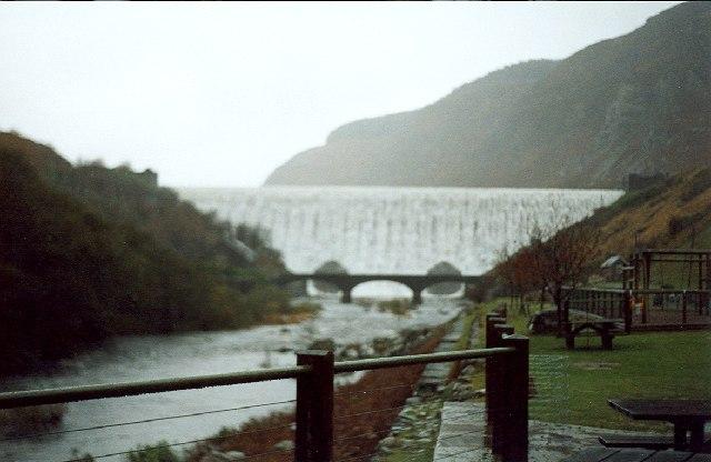 Caban-Coch Dam - in the rain