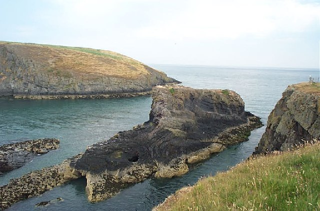 Carreg Lydan and Cardigan Island