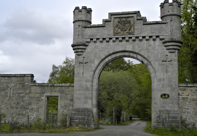 Gateway to Home Farm, Castle Grant