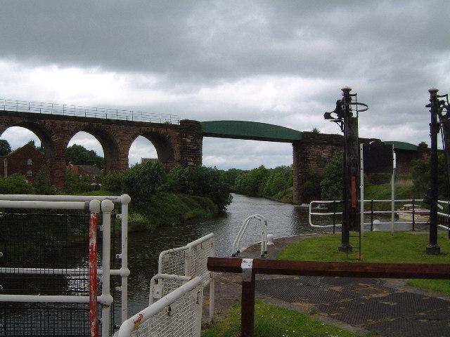 Railway viaduct at Hunts Lock