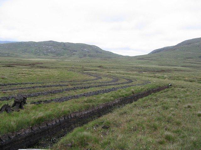 Peat cutting.