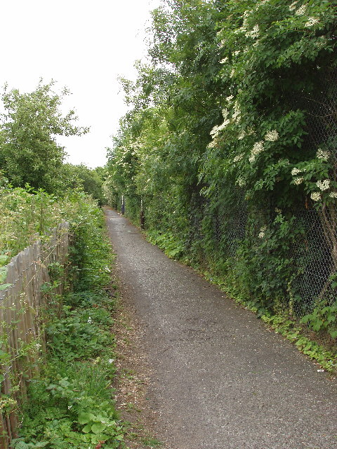 Footpath into Brent River Park at Dormers Wells