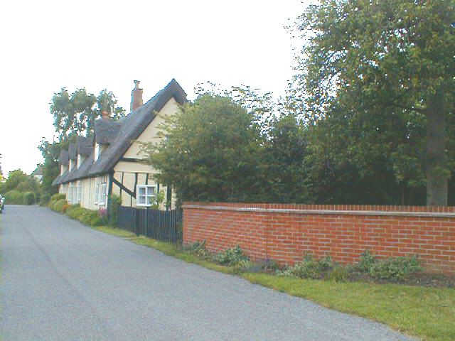 Row of thatched cottages in Tattingstone