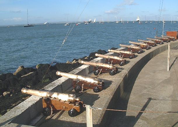 Royal Yacht Squadron starting guns