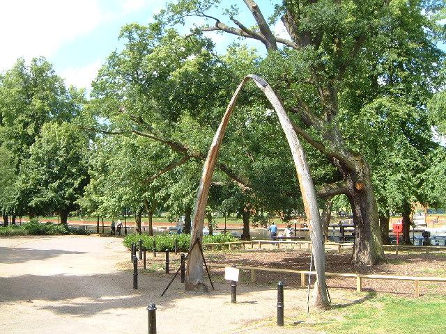 Park at side of River Avon Evesham