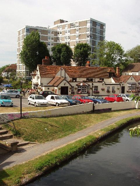 Uxbridge - canal, pub and flats