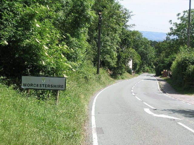 Boundary Sign for Worcestershire on the A438