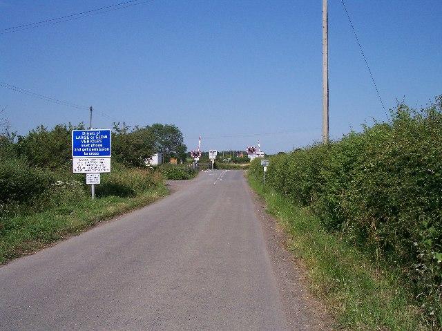 Level crossing, Sidings Road, Pirton