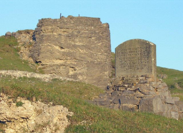 Memorial near lime kiln