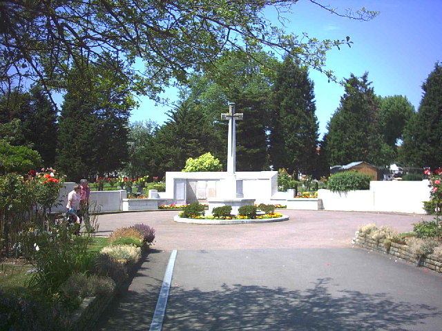 War memorial in Streatham Park Cemetery, Rowan Road. (B272)