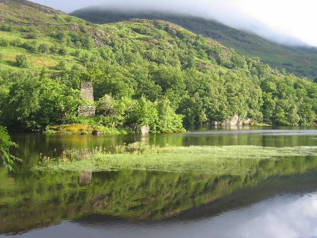 Castle ruins on island in Loch Dochart