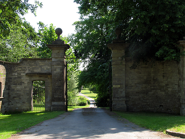 Entrance to Ampney Park