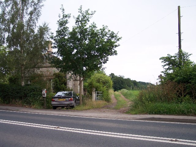 Gate house and the Severn Way (long distance footpath)