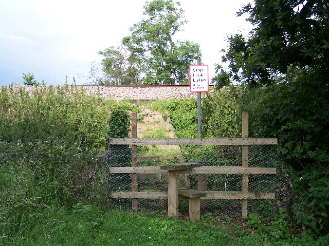 Foot crossing of railway, Wadborough