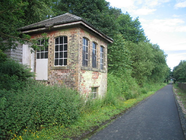 Disused signal box at the site of Bogside Station