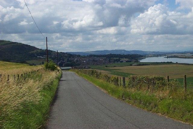 Minor road looking west towards Newburgh