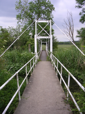 Suspension footbridge over the River Avon, Burgate